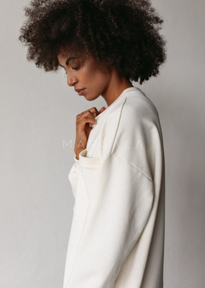 Długa bluza o kroju oversize z kieszonką w kolorze CLOUD WHITE - BRESSO BY MARSALA