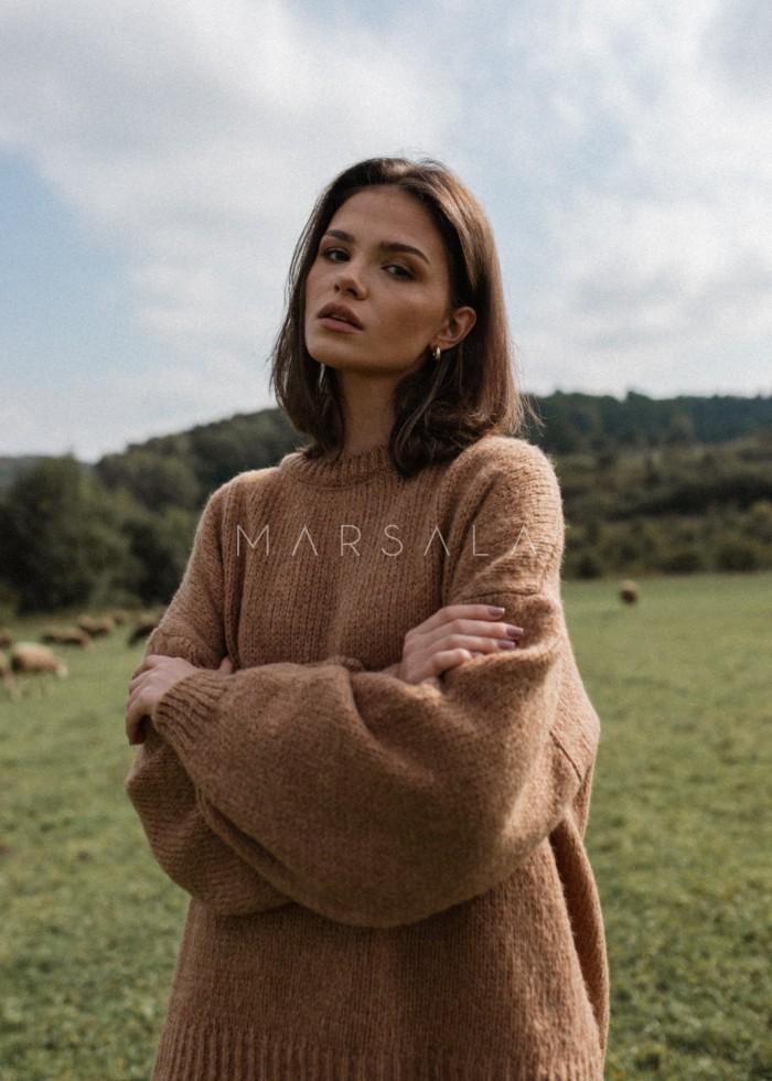 Sweter oversize z bufiastym rękawem CAMEL - RIVERO BY MARSALA
