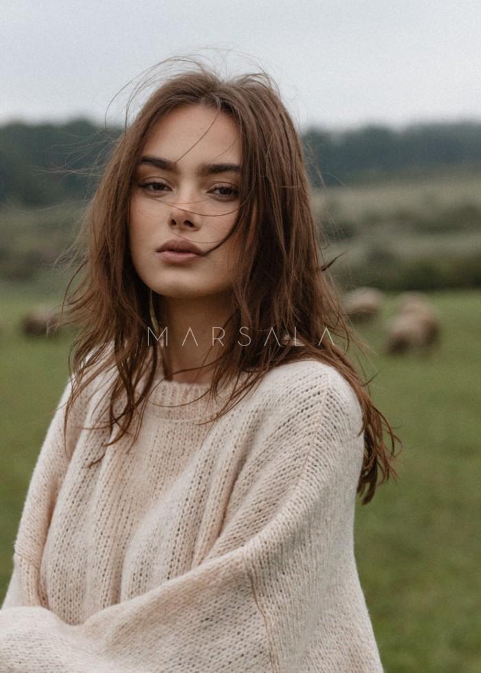 Sweter oversize z bufiastym rękawem LIGHT BEIGE - RIVERO BY MARSALA