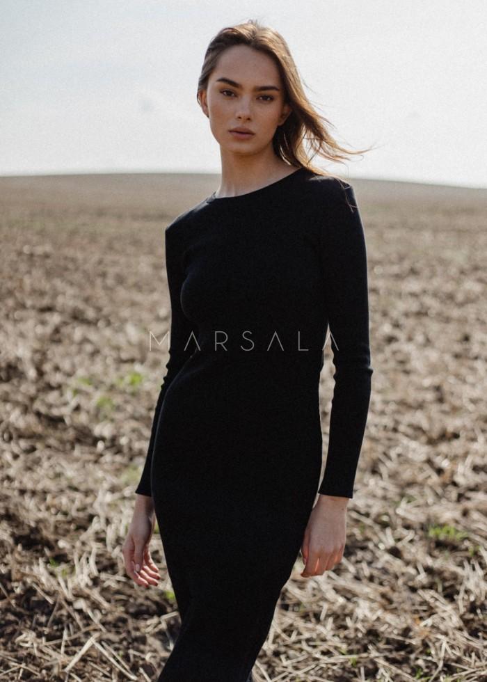 Sukienka z prążkowanego materiału z wycięciem na plecach czarna - ALTEA MIDI BY MARSALA