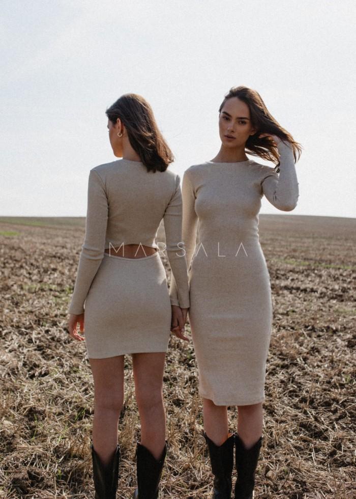 Sukienka prążkowana z wycięciem na plecach w kolorze BEIGE z dodatkiem lnu - ALTEA MIDI BY MARSALA