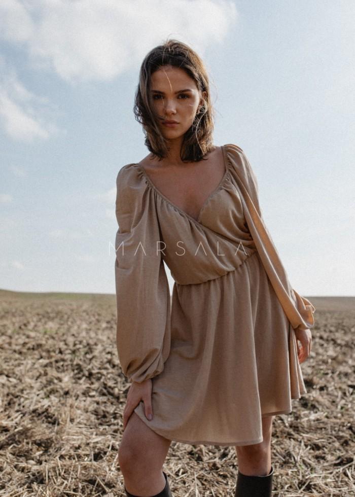 Sukienka z dekoltem na zakładkę w kolorze jasnego beżu - SHY BY MARSALA
