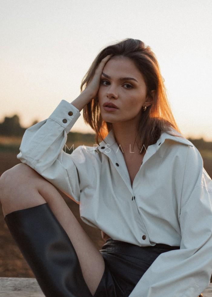 Koszula z eko skóry w kolorze złamanej bieli - HUDSON BY MARSALA