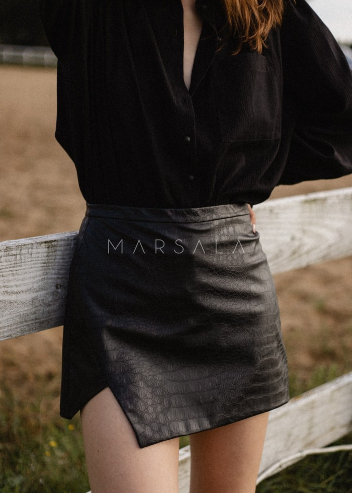 Spódnico spodenki z wytłaczanej eko skóry w kolorze czarnym - ASTI LEATHER BY MARSALA